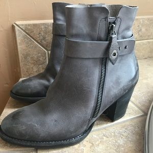 Paul Green Dallas ankle boots